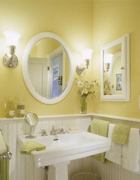 What color do i paint the walls of a small bathroom that for Bathroom ideas yellow tile