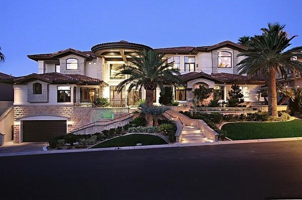 Nicholas Cage VillaFreshome01 Nicholas Cages Former Las Vegas Residence Up for Sale for $8,9 Million