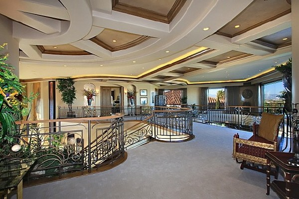 Nicholas Cage VillaFreshome09 Nicholas Cages Former Las Vegas Residence Up for Sale for $8,9 Million