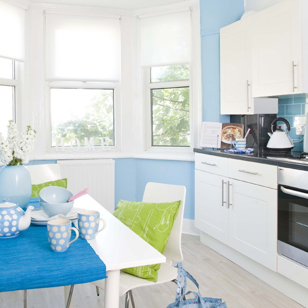 kitchen white plus blue6 Simple and trendy kitchen