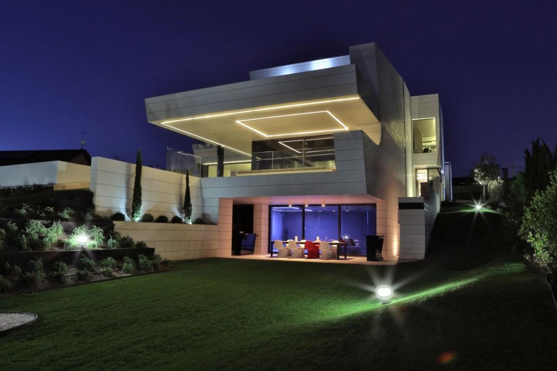 Balcony-House-18-1150x766