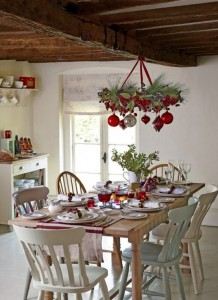 stunning-christmas-dining-room-decor-ideas-22-554x761