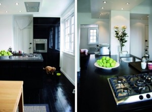 60-square-meter-apartment-with-completely-black-floors-and-some-furniture-5-554x410