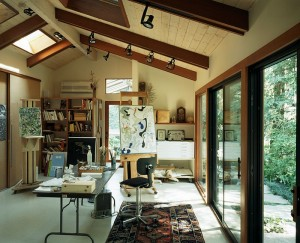 Art-studio-and-home-office-connected-with-the-outdoors-through-glass-doors