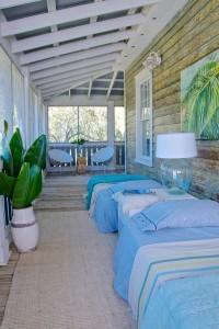Eclectic-porch-nooks