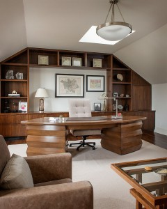 Traditional-home-office-with-warm-wooden-surfaces