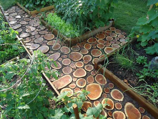 градински пътеки с дърво