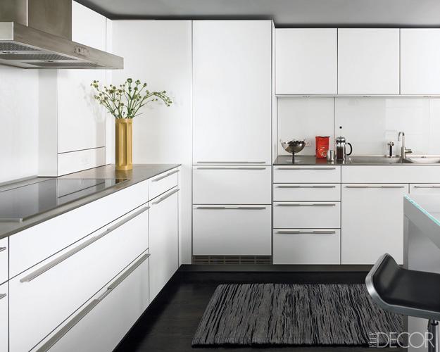 бели шкафове в кухнята