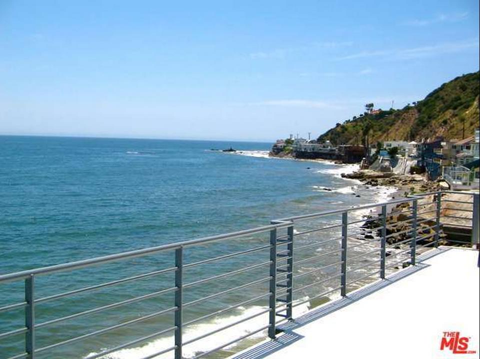 гледка към океана 2