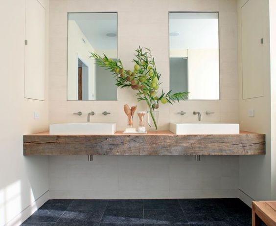 идея за използване на дървен плот в банята