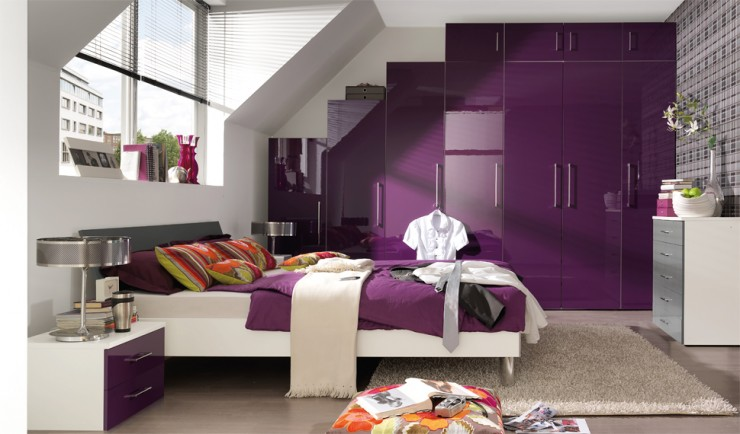лилав гардероб в спалнята