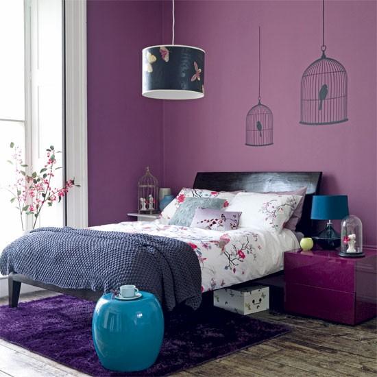 лилави стени за спалнята