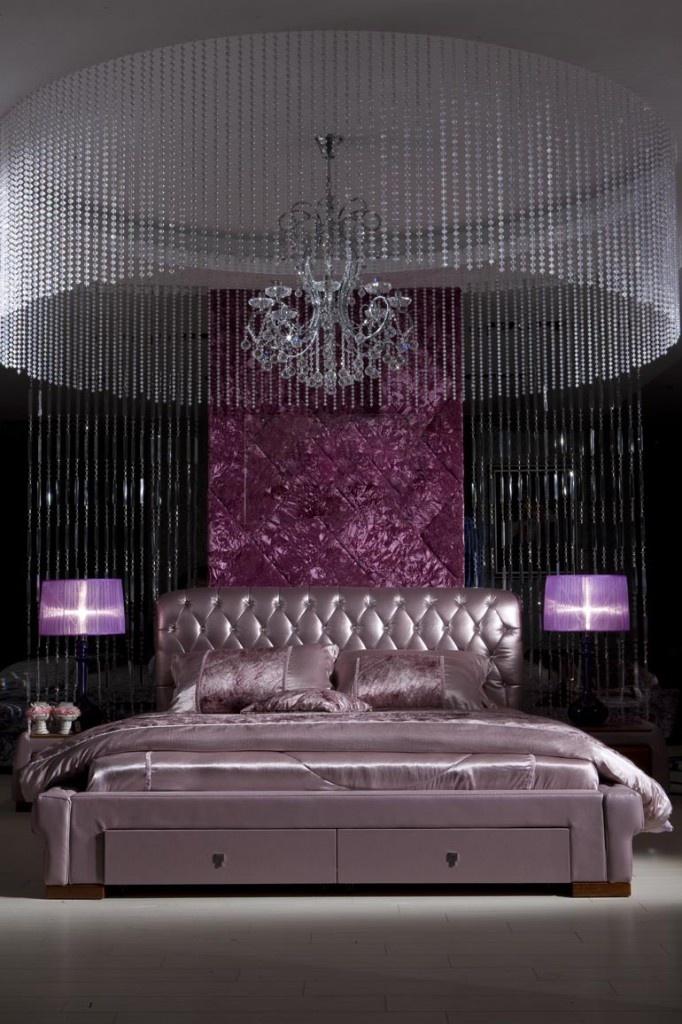 луксозна спалня в лилаво