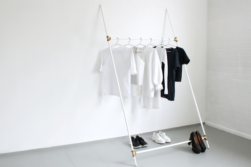 минималистична закачалка за стена