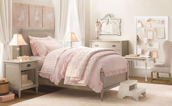 момичешки интериор в спалнята