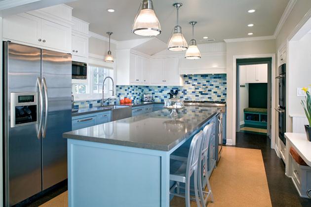 небесно синьо в кухнята