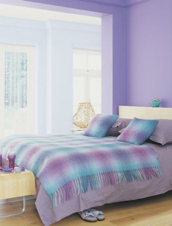 пастелни-и-лилави тонове в спалнята