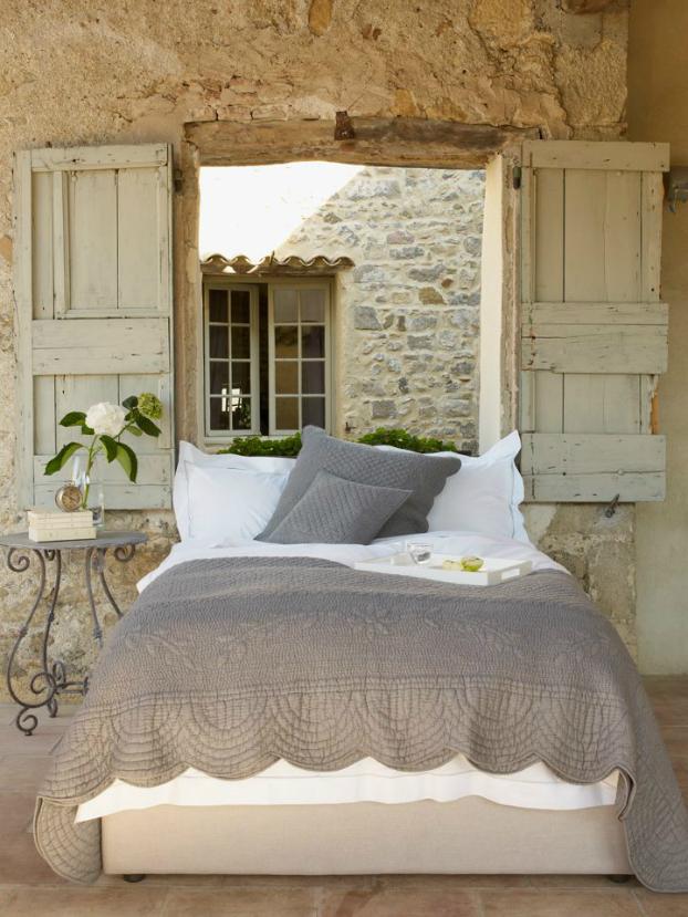 рустик-спалня пълна с романтика