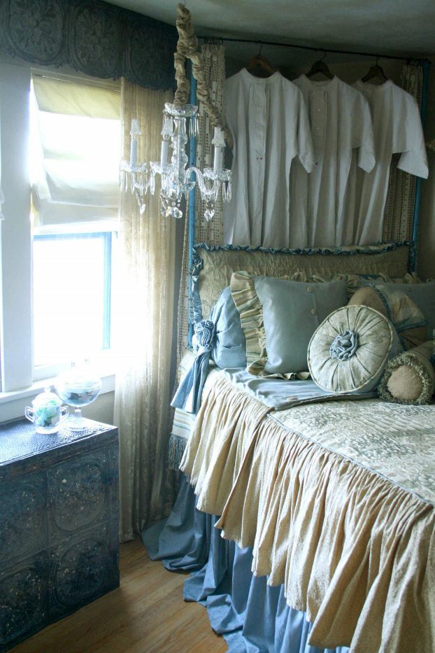 синя романтична спалня