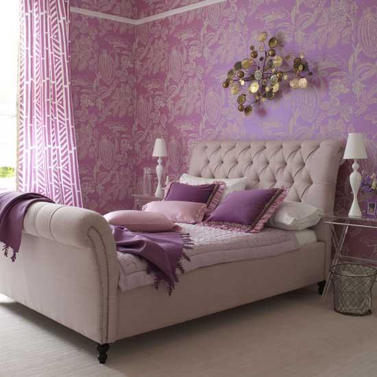 стилна спалня в лилаво