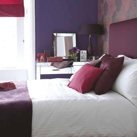тъмни и светли лилави нюанси спалнята