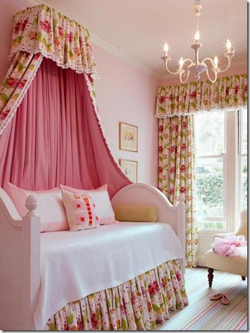 цветен интериор в стая за момиче