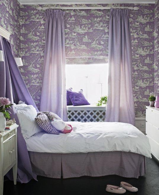 виолетови акценти в спалнята