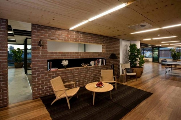 captivating-lounge-room-design-ideas-in-neutral-color-scheme-overlooking-with-red-brick-wall-partition-on-black-area-flooring-base-and-oak-arm-chairs-915x610-634x423