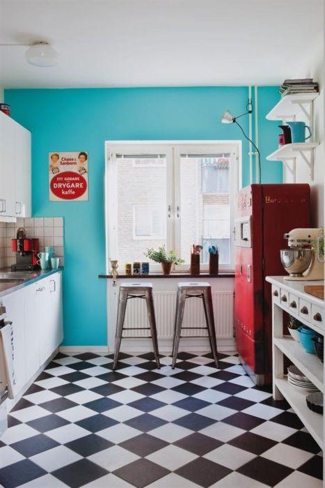 червено бяло синьо за кухнята