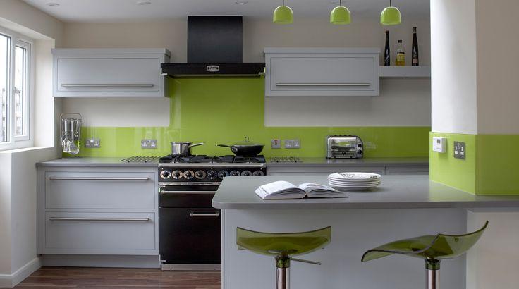 кухня в бяло и лайм