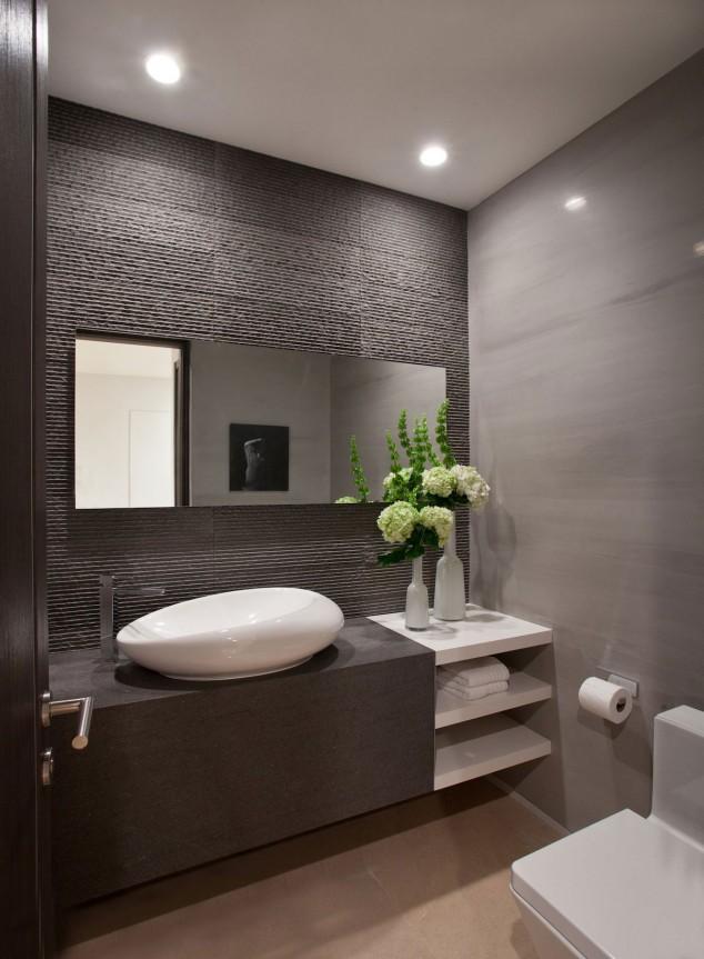 модерна баня с тъмни плочки