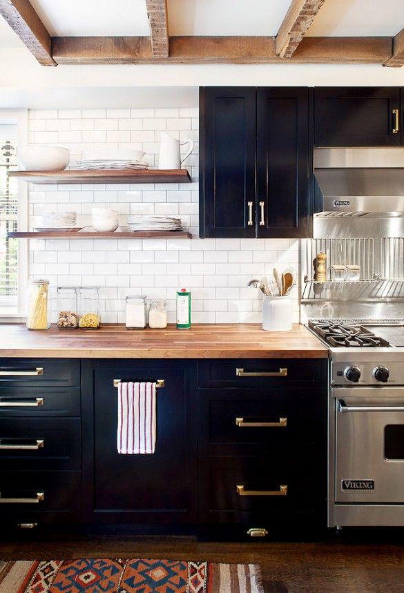 модерна черна кухня 14