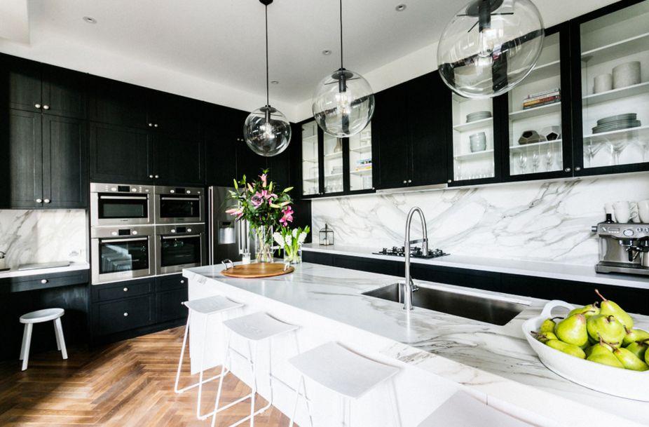 модерна черна кухня 18