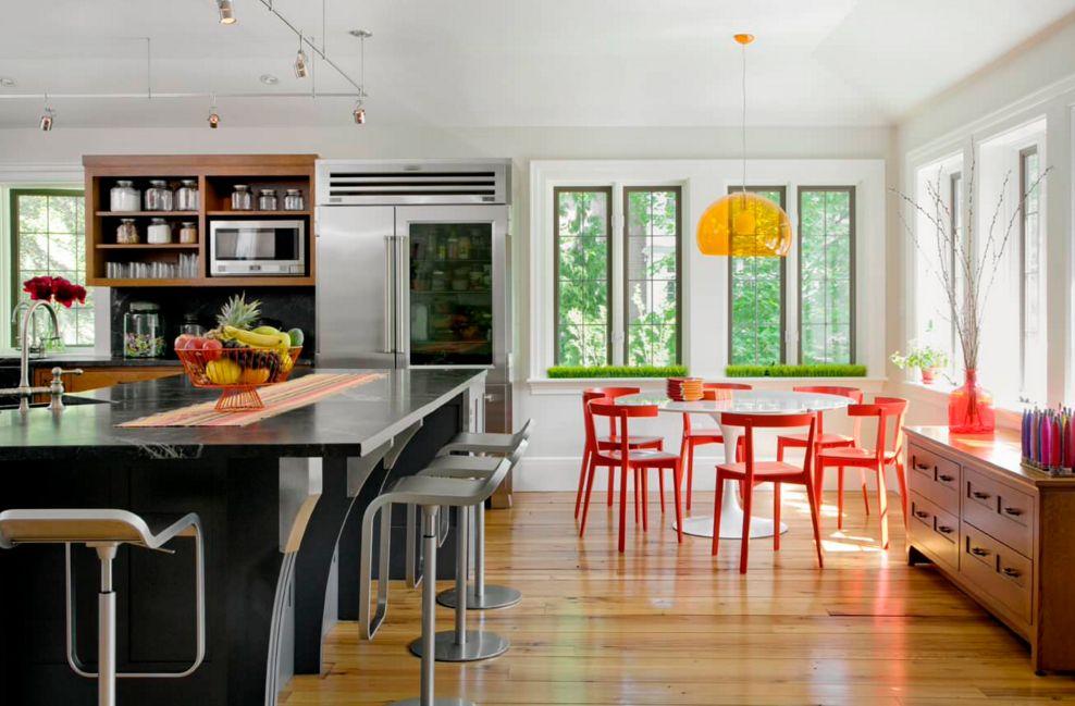 модерна кухня в оранжево и червено