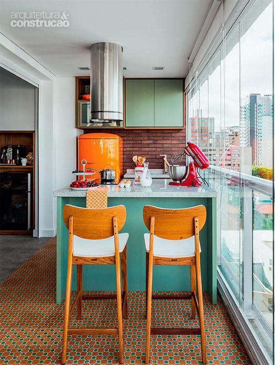 оранжево и зелено в кухнята