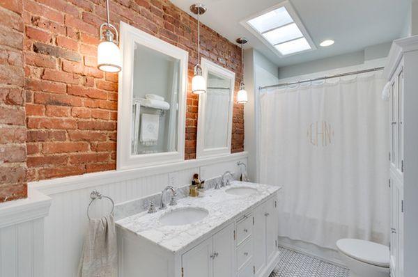 тухлена стена в банята