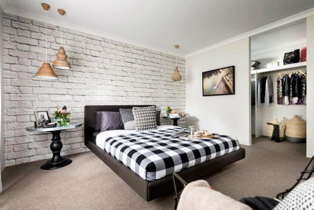тухлена стена в спалнята