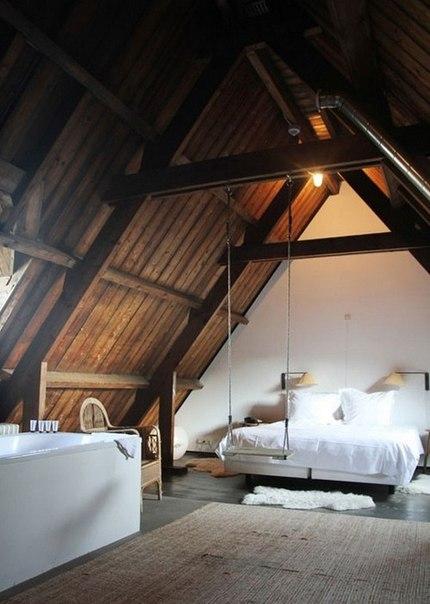 спалня в мансарда