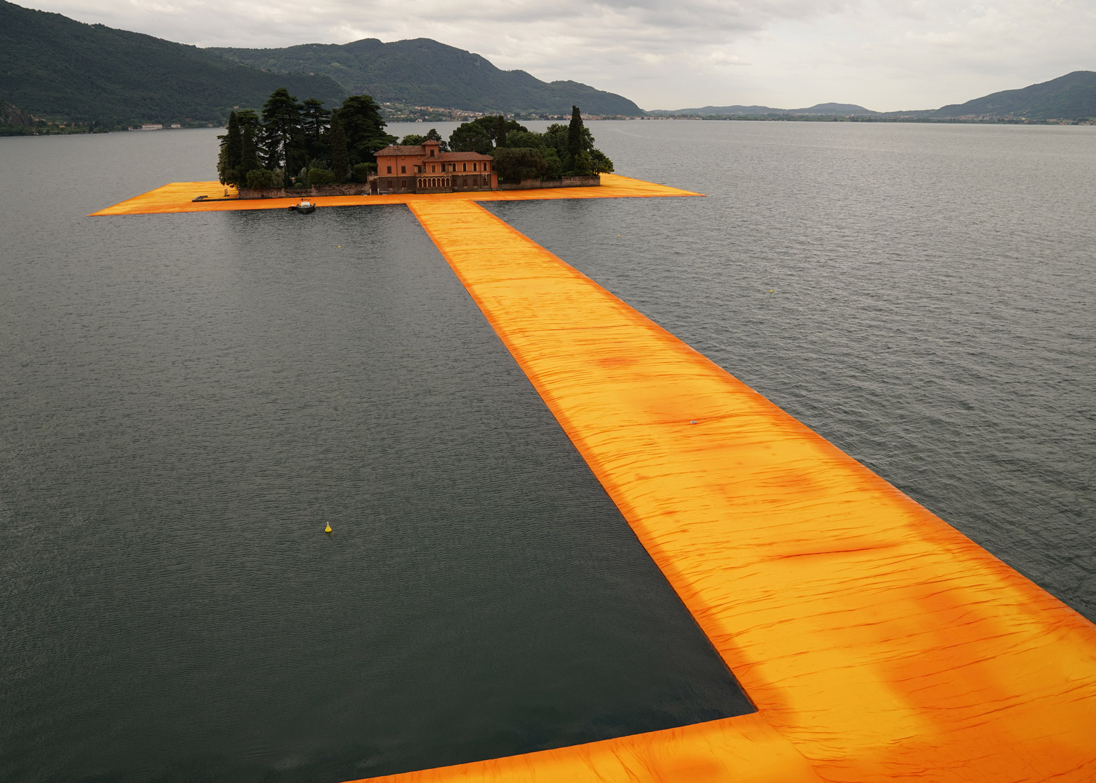 floating-piers-christo-lake-iseo-italy-june-2016-orange-yellow-fabric-birds-eye_dezeen_1568_6