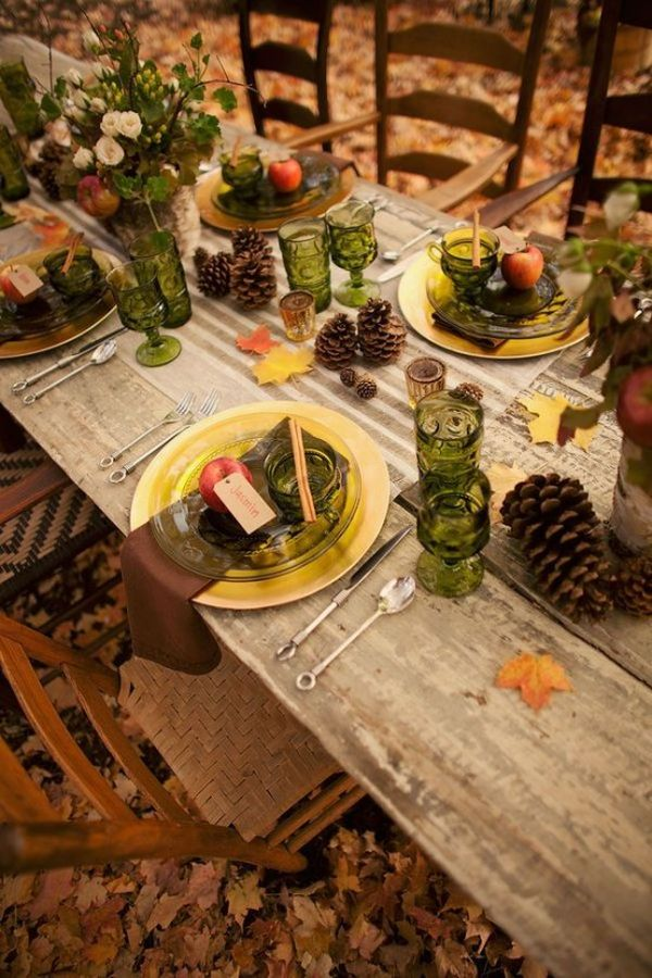 outdoor-fall-table