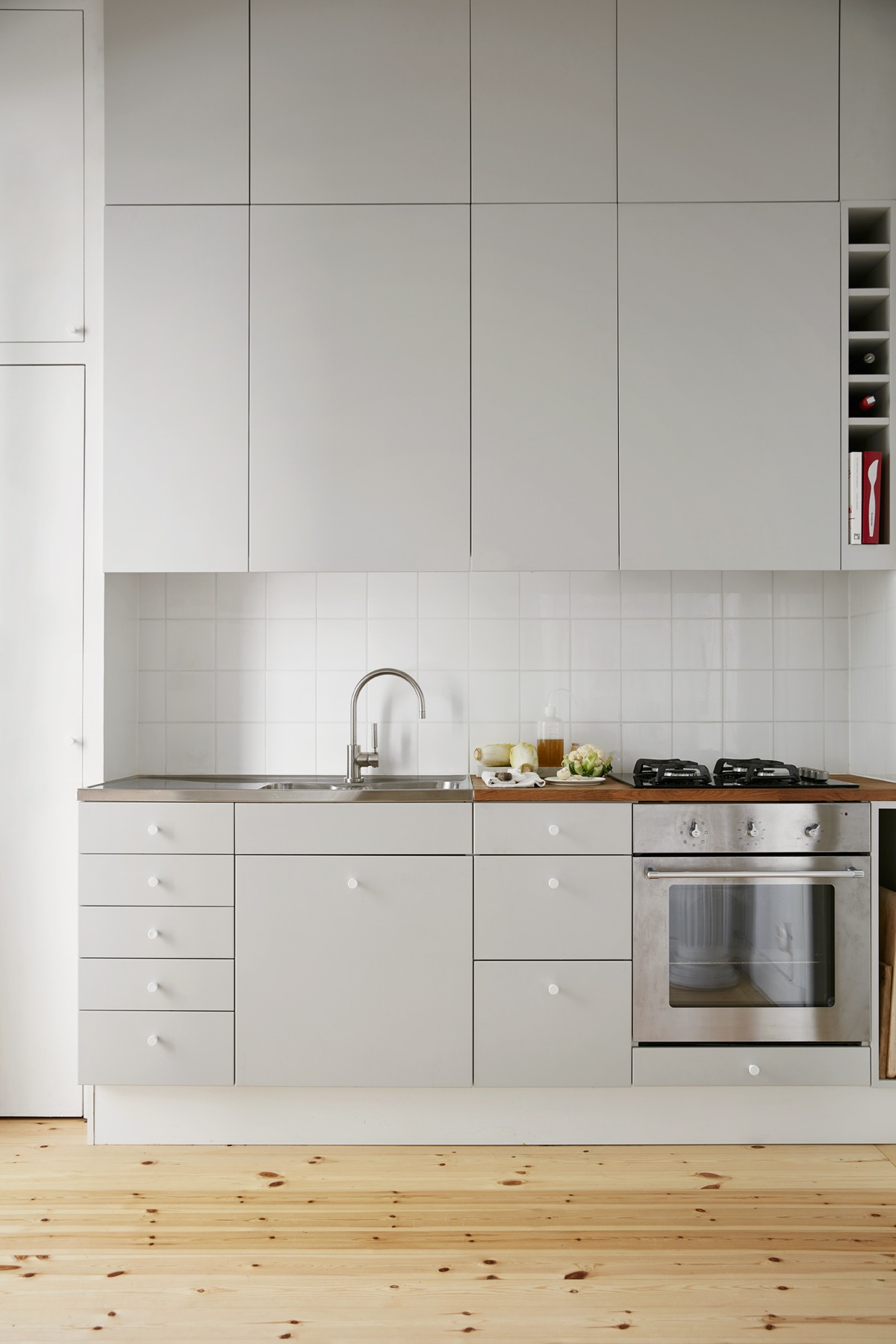 light-grey-and-rough-wood-kitchen-white-tile-inlets